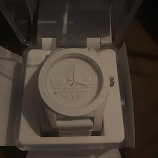 アディダス(adidas)のadidas アディダス サンティアゴ 時計 オールホワイト ほぼ新品(腕時計(アナログ))