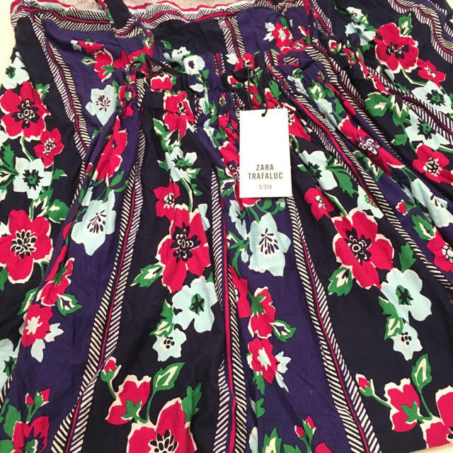 ZARA(ザラ)のZARA  花柄 フラワープリント ロングワンピース レディースのワンピース(ロングワンピース/マキシワンピース)の商品写真