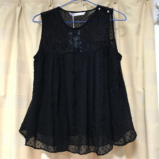 ZARA(ザラ)の❁タグ付き❁ZARA❁刺繍シフォンノースリーブ レディースのトップス(カットソー(半袖/袖なし))の商品写真