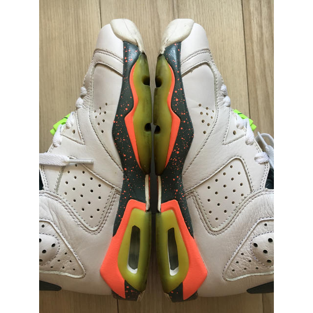 NIKE(ナイキ)のnike air jordan 6 retro bg 38466511422.5 レディースの靴/シューズ(スニーカー)の商品写真