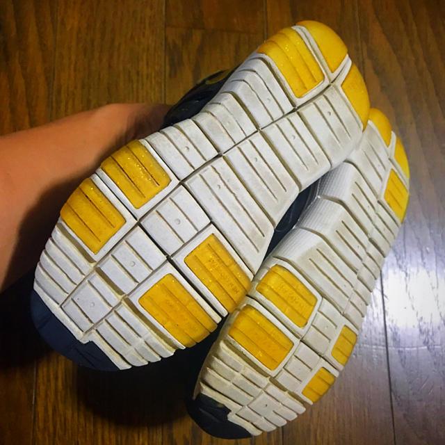 NIKE(ナイキ)のNIKE 16.5㎝ 黒×ゴールドcolor キッズ/ベビー/マタニティのキッズ靴/シューズ (15cm~)(スニーカー)の商品写真