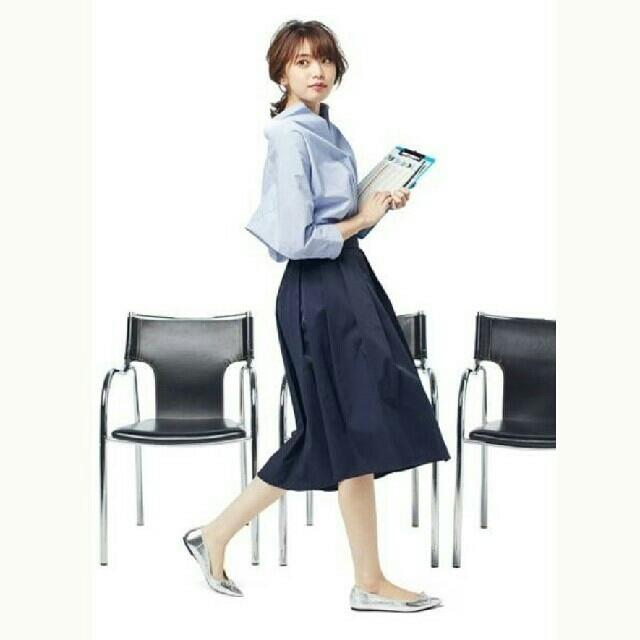 GU(ジーユー)のGU ステップドヘム フレアスカート&スリムフィットTシャツ レディースのスカート(ロングスカート)の商品写真