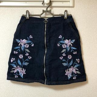 アベイル(Avail)の刺繍プリントデニムスカート(ミニスカート)