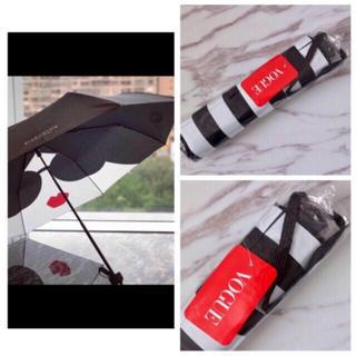 アリスアンドオリビア(Alice+Olivia)の新品未開封 アリスアンドオリビア 折り畳み傘 ストライプ柄のカバー付き💓(傘)