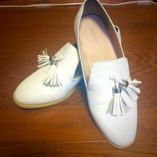 ランダ(RANDA)のRANDA!タッセルシューズ白!(ローファー/革靴)