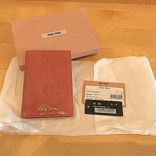 ミュウミュウ(miumiu)のmiu miu パスポートケース カードケース(名刺入れ/定期入れ)