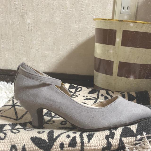 値下げ中!!新品 ☆  ヒール グレー 21.5 cm  レディースの靴/シューズ(ハイヒール/パンプス)の商品写真