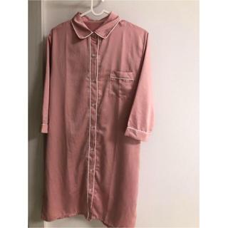 ジーユー(GU)のGU ワンピースパジャマ サテン ピンク(パジャマ)