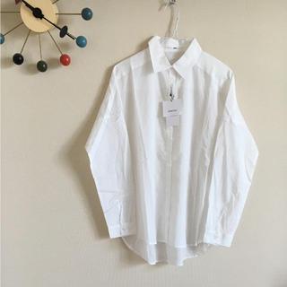 オズモーシス(OSMOSIS)の新品 白のコットンシャツ ブラウス ビッグ ワイド(シャツ/ブラウス(長袖/七分))
