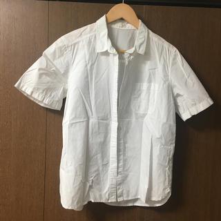 ジーユー(GU)のgu 白 半袖シャツ(シャツ/ブラウス(半袖/袖なし))