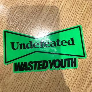 アンディフィーテッド(UNDEFEATED)の送料込 wasted youth UNDEFEATED コラボ ステッカー (その他)