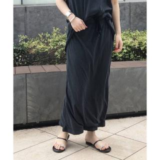 アパルトモンドゥーズィエムクラス(L'Appartement DEUXIEME CLASSE)の完売 AP STUDIO Sulfur dyes スカート グレー 新品タグ付き(ロングスカート)