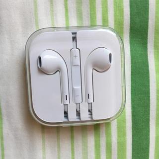 アイフォーン(iPhone)のiPhone 正規品イヤフォン(ヘッドフォン/イヤフォン)