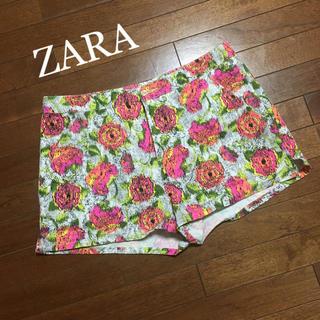 ザラ(ZARA)の花柄ショートパンツ(ショートパンツ)