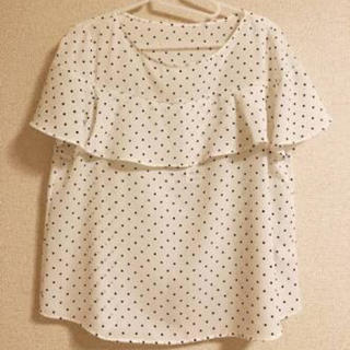 ジーユー(GU)のドットフリルブラウス(シャツ/ブラウス(半袖/袖なし))
