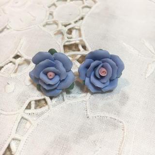 アンティローザ(Auntie Rosa)のアンティローザ ブルーローズピアス 青 薔薇(ピアス)