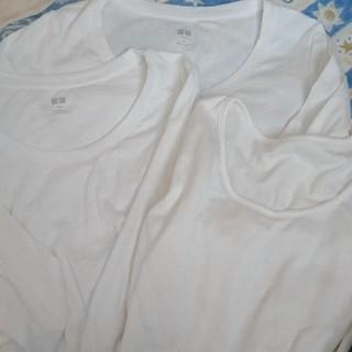 ユニクロ(UNIQLO)の未使用ユニクロ7分丈シャツ2枚と白シャツ(アンダーシャツ/防寒インナー)
