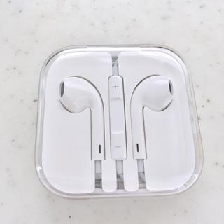 アップル(Apple)の【新品未使用】Apple純正イアホン(ストラップ/イヤホンジャック)