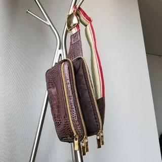 オロビアンコ(Orobianco)の【特価】オロビアンコ高級肩掛けボディバッグ クロコダイル柄 茶色 イタリア製(ショルダーバッグ)