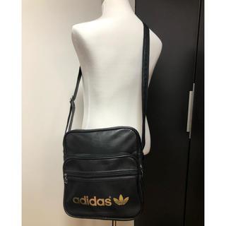 アディダス(adidas)の●adidasアディダス/ショルダーバッグ 黒 金ロゴ(ショルダーバッグ)