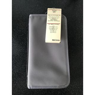 ムジルシリョウヒン(MUJI (無印良品))の無印良品 パスポートケース グレー 新品未使用タグ付き(旅行用品)