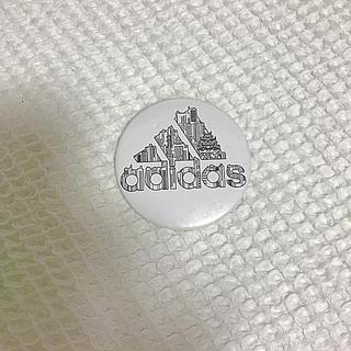 アディダス(adidas)のアディダス 缶バッジ 非売品(バッジ/ピンバッジ)