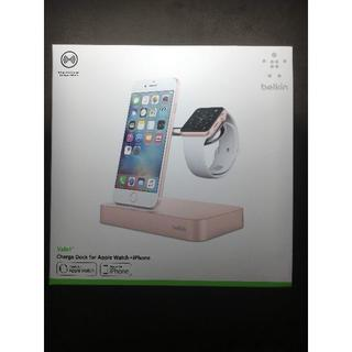 アップル(Apple)の【美品】アップルストア 限定デザイン商品 Belkin 充電器(バッテリー/充電器)