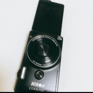 ニコン(Nikon)の送料込み!自撮りカメラ♡Nikon COOLPIX S6900リッチブラック(コンパクトデジタルカメラ)