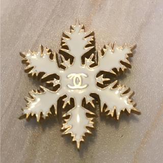 シャネル(CHANEL)のシャネル 雪の結晶cocoマーク ブローチ(ブローチ/コサージュ)