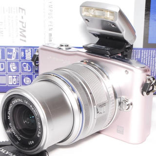 オリンパス(OLYMPUS)の❤️持ち運び便利❤️OLYMPUS E-PM1 ピンク レンズキット❤️(ミラーレス一眼)