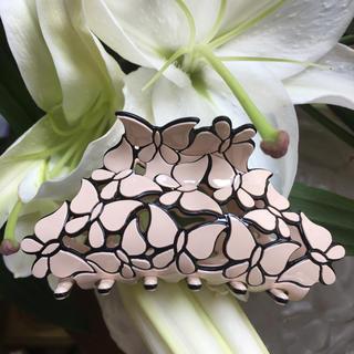 蝶のカットワークがとても素敵なヘアークリップ(バレッタ/ヘアクリップ)