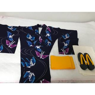 折り鶴柄浴衣、帯、新品下駄の三点セット(浴衣)