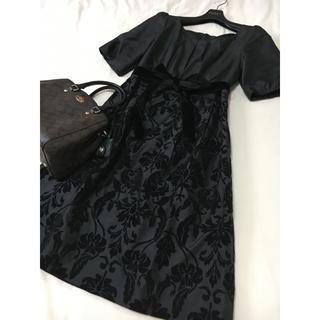 ストロベリーフィールズ(STRAWBERRY-FIELDS)の美品 ストロベリーフィールズ ドッキング ワンピース 花柄 黒 ブラック(ひざ丈ワンピース)