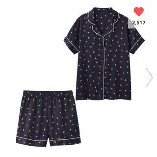 ジーユー(GU)のパジャマ(半袖&ショートパンツ)(サテン・イチゴ)(パジャマ)
