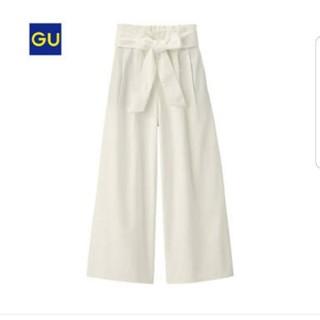 ジーユー(GU)のGUホワイトワイドデニムパンツ(カジュアルパンツ)