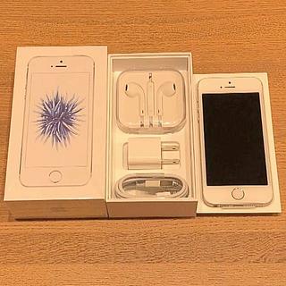 アップル(Apple)のSIMフリー iPhone SEシルバー 32GB(UQ)(スマートフォン本体)