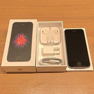 アップル(Apple)のSIMフリー iPhoneSE スペースグレイ 32GB(UQ)(スマートフォン本体)