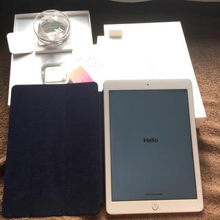 アイパッド(iPad)のiPad2018シルバー wifiモデル 32GB 美品(スマートフォン本体)