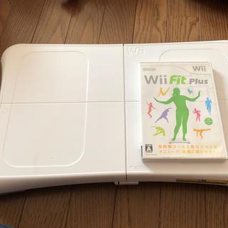 ウィー(Wii)のwiiバランスボード wii fit plus(家庭用ゲーム本体)