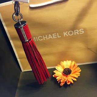 マイケルコース(Michael Kors)のMマイケル コース タッセル キーホルダー バッグチャーム レザー レッド 新品(チャーム)