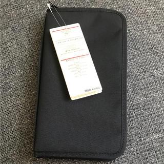 ムジルシリョウヒン(MUJI (無印良品))の無印 パスポートケース ブラック♡(旅行用品)