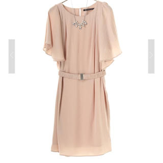 イェッカヴェッカ(YECCA VECCA)のネックレス&ベルト付きドレス ベージュ(ミディアムドレス)