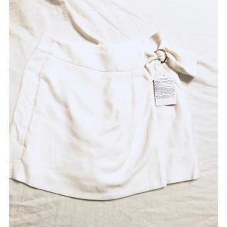 クイーンズコート(QUEENS COURT)の2.クイーンズコート オフホワイト 巻きスカート風ショートパンツ (ショートパンツ)