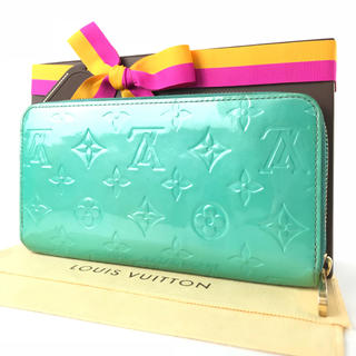 ルイヴィトン(LOUIS VUITTON)のルイヴィトン  ジッピーウォレット  水色系  モノグラム  ヴェルニ  長財布(財布)