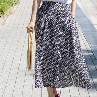 イエナ(IENA)のイエナ レトロフラワー スカート 38 ネイビー 今期 小花柄(ロングスカート)