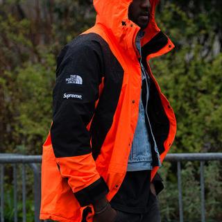 シュプリーム(Supreme)のL Supreme Mountain Light Jacket Orange(マウンテンパーカー)