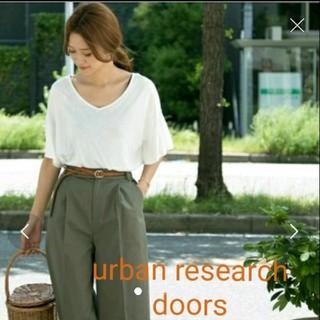 ドアーズ(DOORS / URBAN RESEARCH)の2度のみ着用☆アーバンリサーチフリルスリーブ(カットソー(半袖/袖なし))