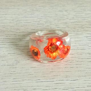 透明リング(オレンジの花入り)(リング(指輪))