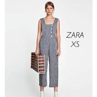 ザラ(ZARA)の【新品・未使用】ZARA ギンガムチェック柄オールインワン XSサイズ(オールインワン)