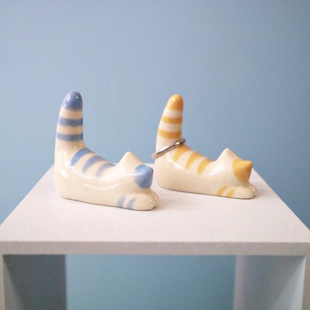 しま猫のリングホルダー ハンドメイド 陶器  インテリア/住まい/日用品のインテリア小物(置物)の商品写真